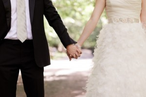 Summer Wedding Gift Guide for Brides and Grooms